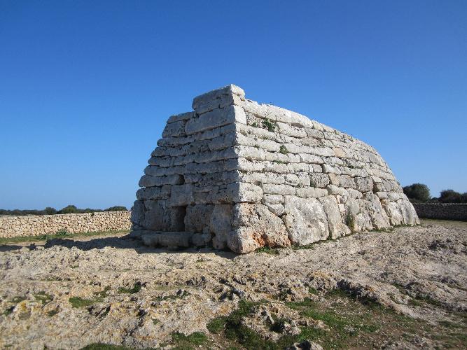 Naveta d\'es Tudons, Ciutadella de Menorca