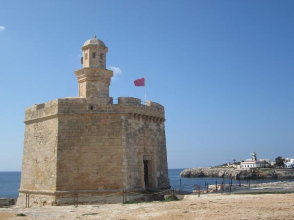 Torre de defensa de la época de la dominación británica, en Ciutadella de Menorca